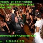Bräutigam singt bei Hochzeit für seine Frau Karaoke